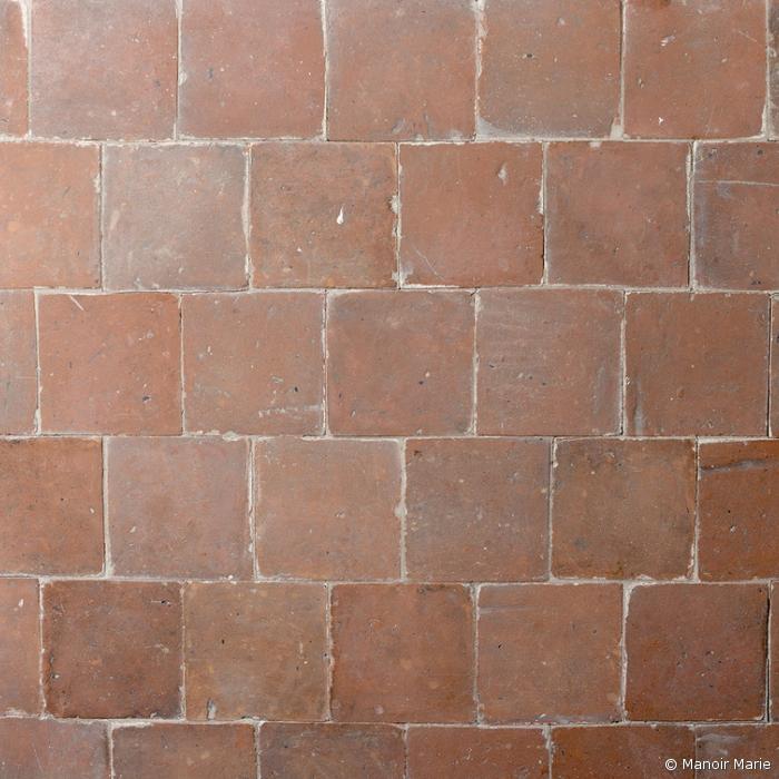 Alte Terrakotta-Fliese orange-rot