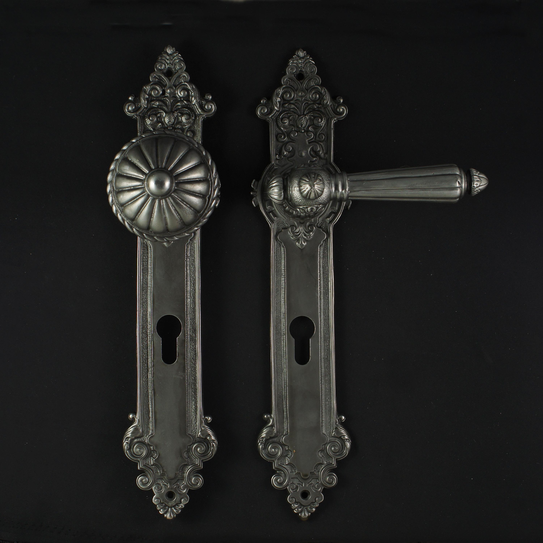Haustürgarnitur im Gründerzeit Stil - antike Türdrücker, Türklinken, Türbeschläge