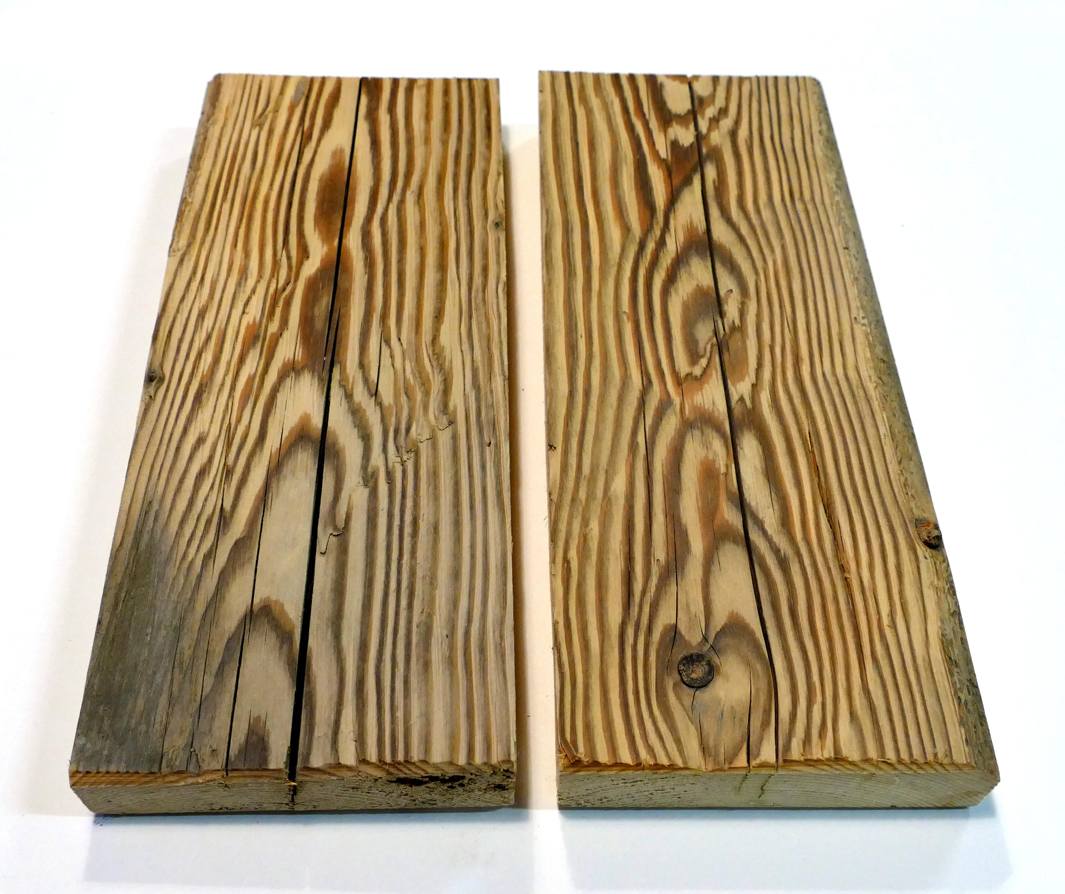Altholz aus Holzbohlen gehackte Bretter